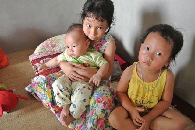 Bạn đọc Dân trí về tận nhà giúp đỡ 4 mẹ con nheo nhóc ôm khoản nợ khủng - 3