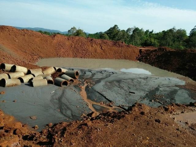 Vụ hàng loạt nước giếng chuyển màu đen: Yêu cầu công ty hỗ trợ tiền mua nước sạch - 2