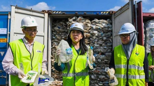 Sau Philippines, Malaysia trả lại 450 tấn rác cho hàng loạt quốc gia - 1