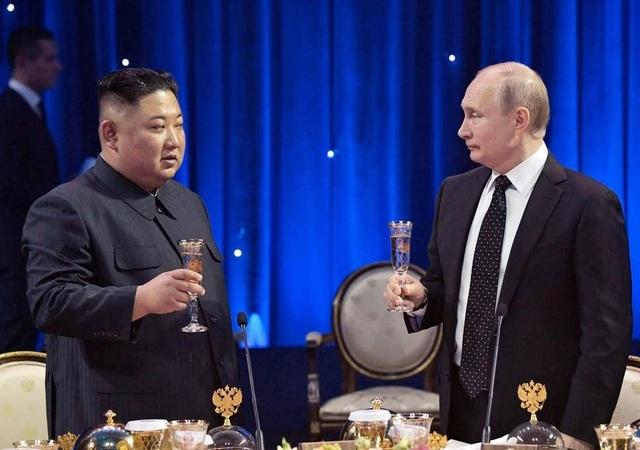 Sự cố hy hữu trong lễ đón ông Kim Jong-un tại Nga - 1