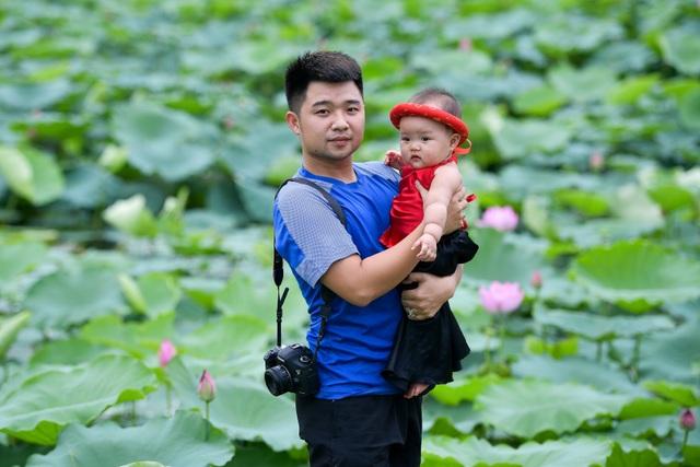 Thiếu nữ Hà Thành thả dáng bên đầm sen hồ Tây - 7