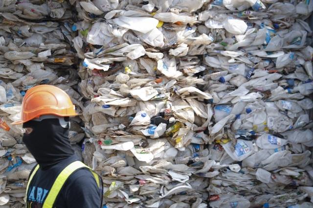 Sau Philippines, Malaysia trả lại 450 tấn rác cho hàng loạt quốc gia - 2