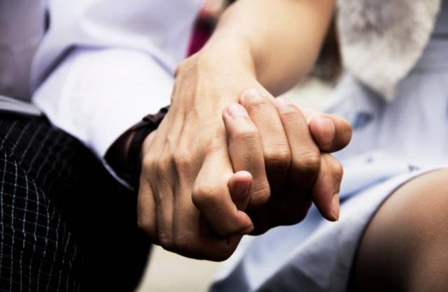 Hãy yêu kẻ biết vì nhau mà thay đổi - 1