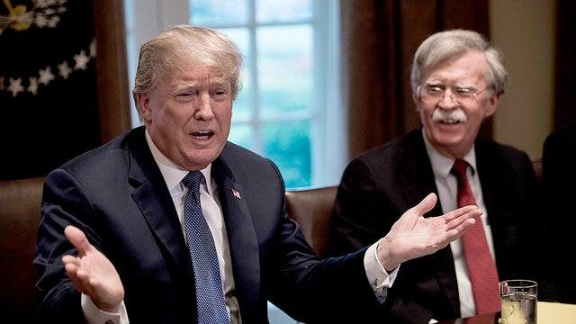 Ông Trump mâu thuẫn với cánh tay phải về vấn đề Triều Tiên và Iran - 1