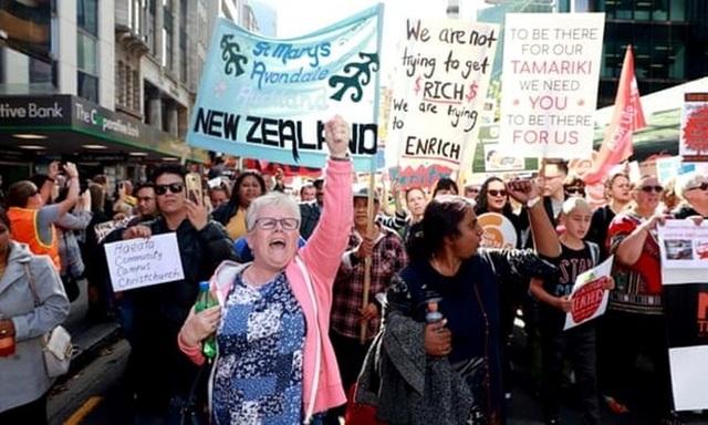 Hàng chục nghìn giáo viên New Zealand đình công đòi tăng lương - 1