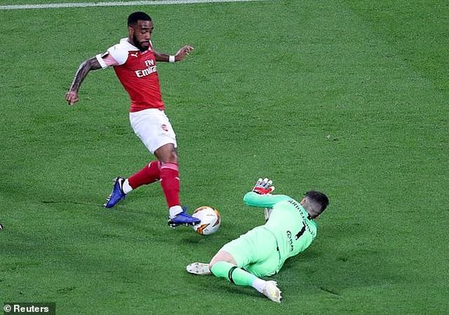 Tranh cãi nảy lửa về tình huống Arsenal mất quả phạt đền - 1