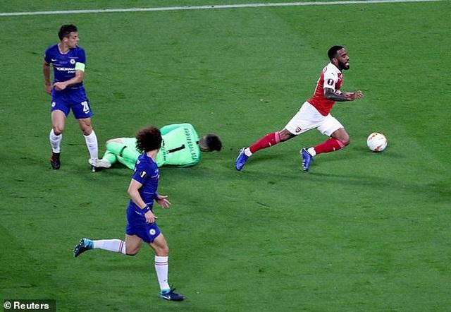 Tranh cãi nảy lửa về tình huống Arsenal mất quả phạt đền - 2