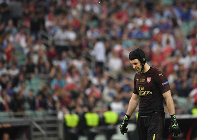 Nỗi buồn vô hạn của Arsenal khi chứng kiến Chelsea nâng cúp vô địch - 3