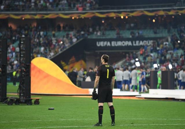 Nỗi buồn vô hạn của Arsenal khi chứng kiến Chelsea nâng cúp vô địch - 9