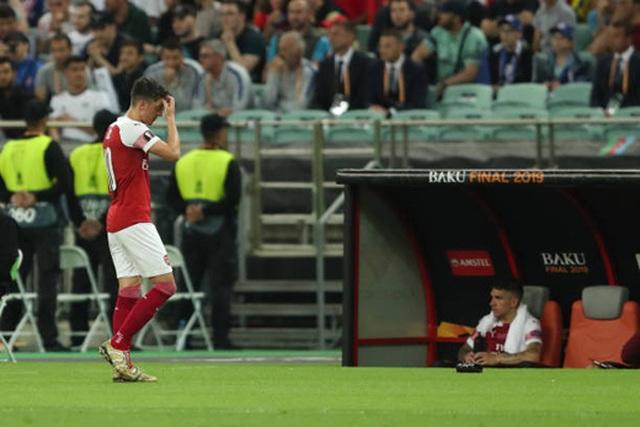 Nỗi buồn vô hạn của Arsenal khi chứng kiến Chelsea nâng cúp vô địch - 8