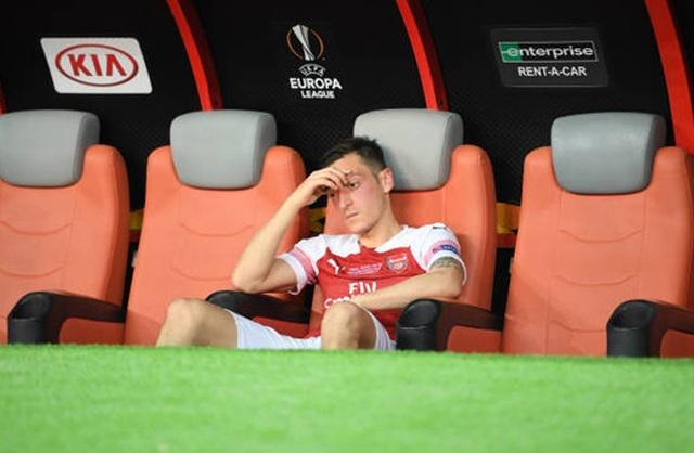Nỗi buồn vô hạn của Arsenal khi chứng kiến Chelsea nâng cúp vô địch - 6