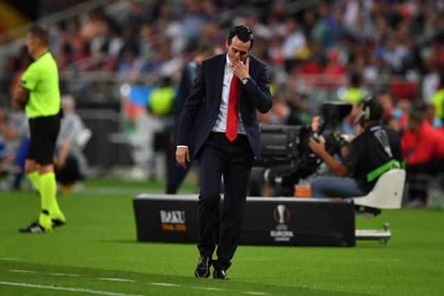Nỗi buồn vô hạn của Arsenal khi chứng kiến Chelsea nâng cúp vô địch - 12