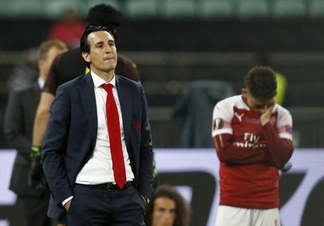 Nỗi buồn vô hạn của Arsenal khi chứng kiến Chelsea nâng cúp vô địch - 11