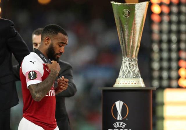 Nỗi buồn vô hạn của Arsenal khi chứng kiến Chelsea nâng cúp vô địch - 14