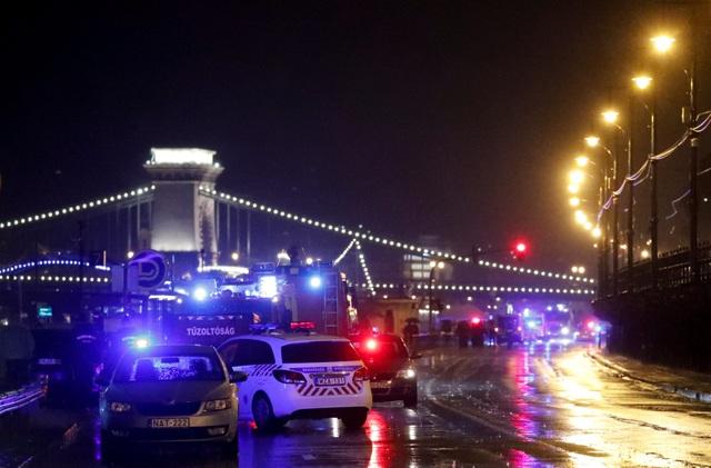 Lật tàu du lịch trên sông Đa-nuýp ở Hungary, 7 người chết, 19 người mất tích - 2