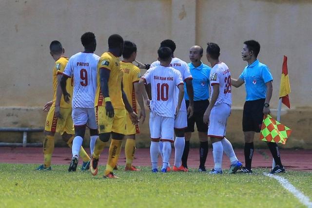 CLB Thanh Hoá thắng Nam Định sau trận cầu gây tranh cãi - 2