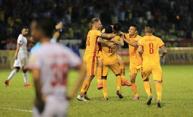CLB Thanh Hoá thắng Nam Định sau trận cầu gây tranh cãi - 3