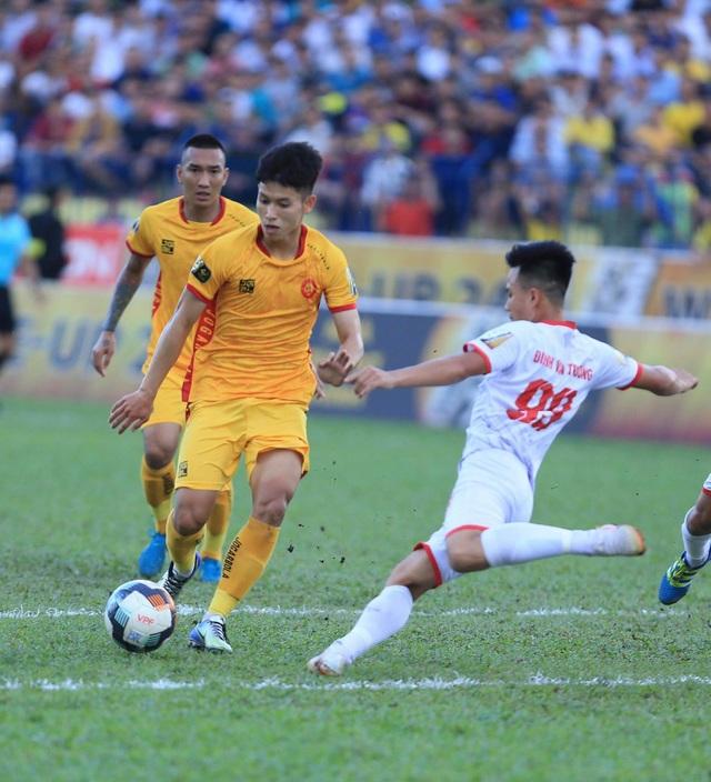CLB Thanh Hoá thắng Nam Định sau trận cầu gây tranh cãi - 1