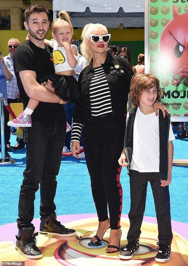 Christina Aguilera trở lại nóng bỏng và gợi cảm  - 6