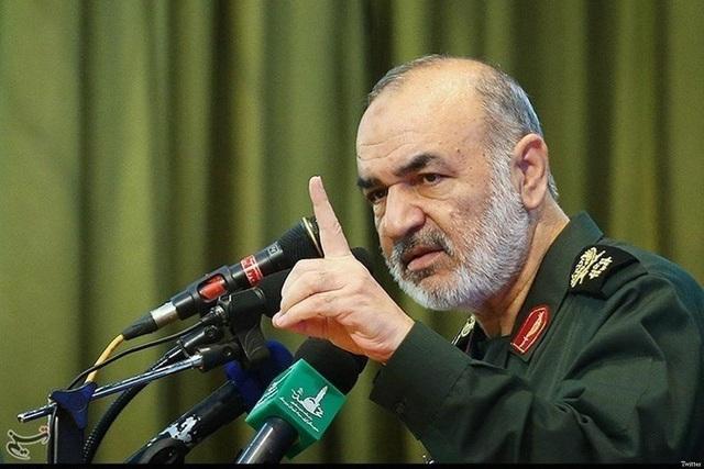 Iran tự nhận là cường quốc hùng mạnh, không e sợ tàu sân bay Mỹ - 1