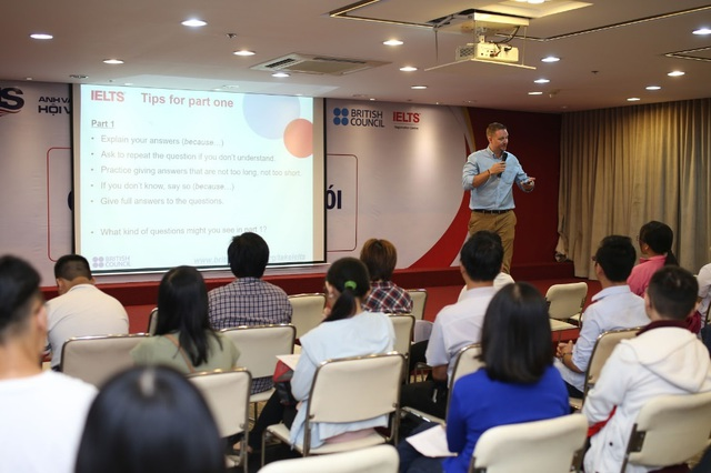 Người học được nhiều lợi ích luyện thi IELTS tại VUS - 2