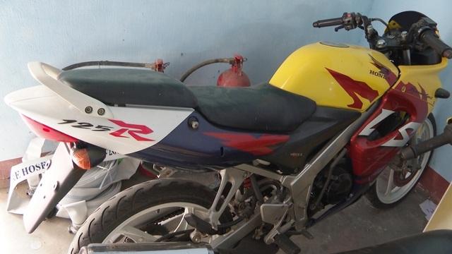 """Phá đường dây buôn bán thiết bị xe máy trái phép """"khủng"""" từ Lào về Việt Nam - 2"""