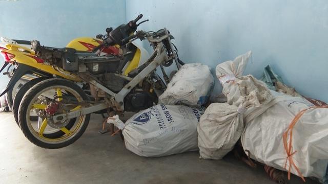 """Phá đường dây buôn bán thiết bị xe máy trái phép """"khủng"""" từ Lào về Việt Nam - 5"""