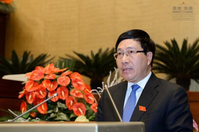 Phó Thủ tướng Phạm Bình Minh lần đầu đăng đàn trả lời chất vấn - 2