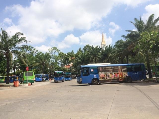 """Hơn 1.100 xe buýt ở TPHCM """"ế"""" quảng cáo - 1"""