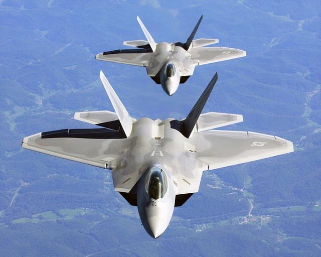 Soi sức mạnh của siêu tiêm kích chim ăn thịt F-22 - 1