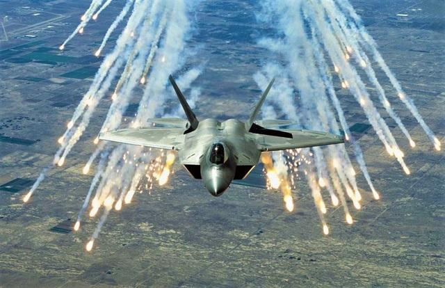 Soi sức mạnh của siêu tiêm kích chim ăn thịt F-22 - 2