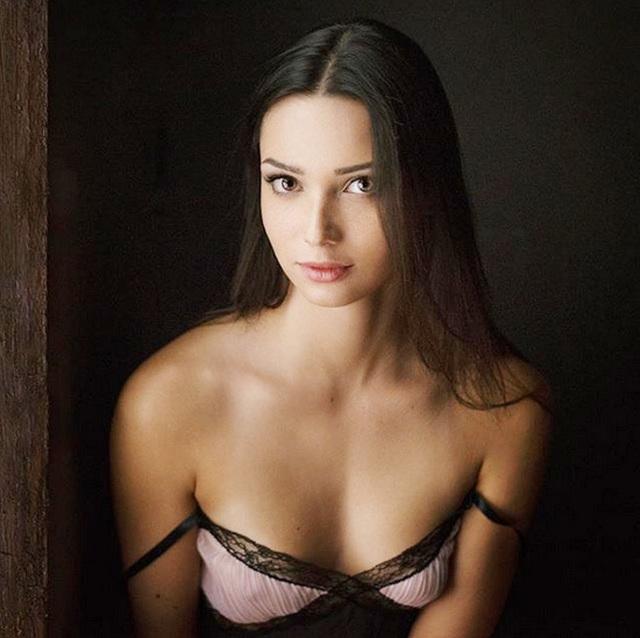 Chiêm ngưỡng vẻ đẹp của nữ sinh khoa Luật kiêm người mẫu nội y - 12