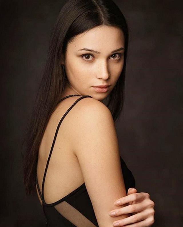 Chiêm ngưỡng vẻ đẹp của nữ sinh khoa Luật kiêm người mẫu nội y - 3