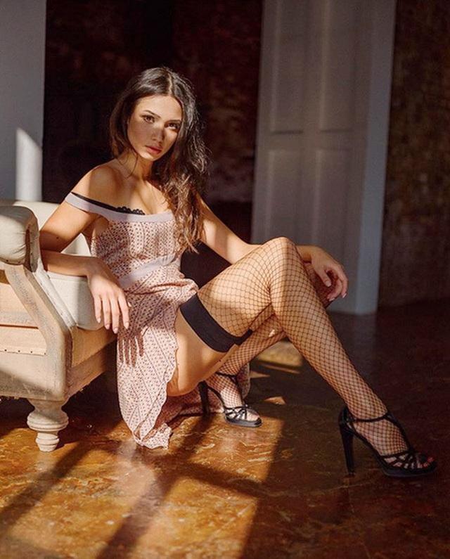 Chiêm ngưỡng vẻ đẹp của nữ sinh khoa Luật kiêm người mẫu nội y - 14