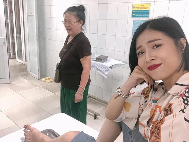 MC Hoàng Linh bị tai nạn lật ngón chân, phải nhập viện - 1
