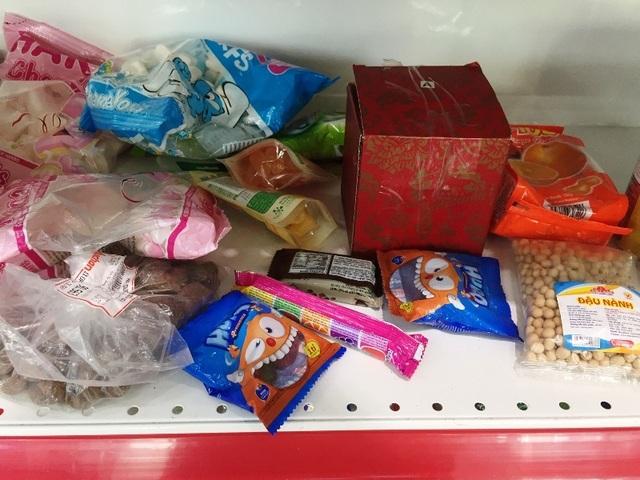 """Người dân tiếp tục khui hàng hóa """"vô tội vạ"""" và trộm cắp khi đến Auchan - 6"""