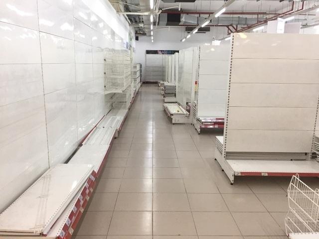 """Người dân tiếp tục khui hàng hóa """"vô tội vạ"""" và trộm cắp khi đến Auchan - 1"""