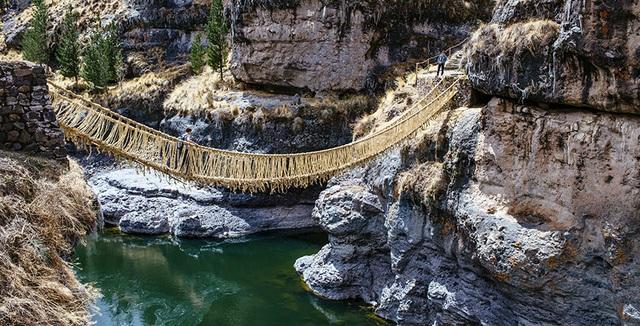 Bạn có đủ can đảm đi trên cầu treo bện bằng cỏ duy nhất thế giới? - 5