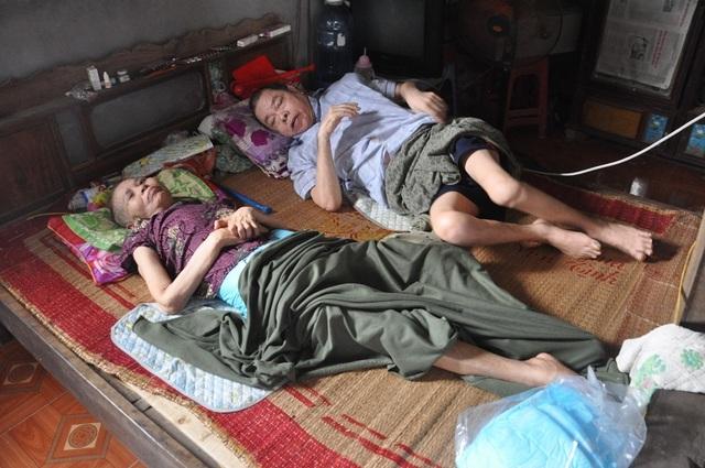 Lay lắt cảnh 2 ông bà cùng nằm liệt giường, sống trong đói khổ - 1
