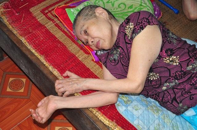 Lay lắt cảnh 2 ông bà cùng nằm liệt giường, sống trong đói khổ - 9