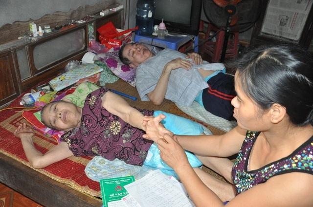 Lay lắt cảnh 2 ông bà cùng nằm liệt giường, sống trong đói khổ - 6