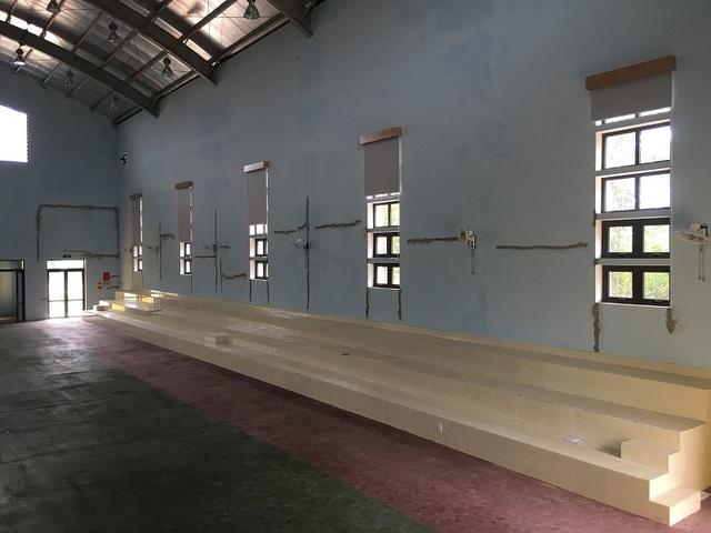 Quảng Bình: Nhà đa chức năng trường THCS chưa bàn giao đã nứt toác! - 4