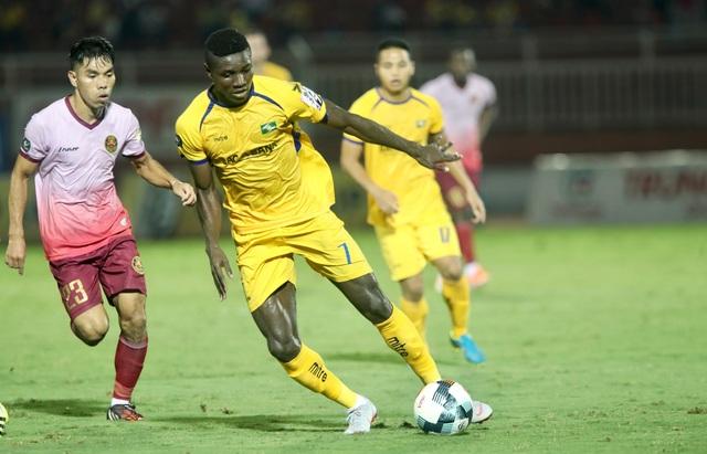 Sài Gòn FC hoà SL Nghệ An sau màn rượt đuổi tỷ số - 1