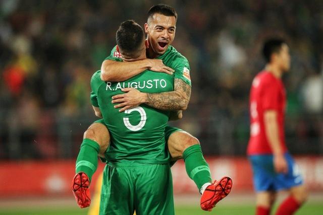 Đội tuyển Trung Quốc sử dụng cầu thủ nhập tịch đầu tiên trong lịch sử - 1