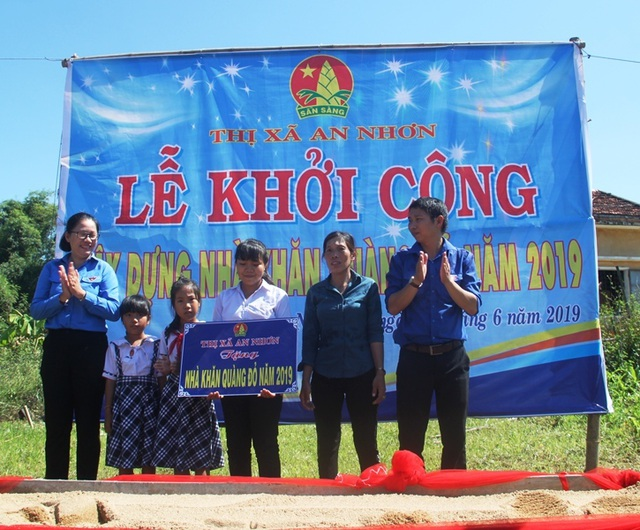 Thanh niên Bình Định góp tiền xây nhà cho hộ nghèo - 1