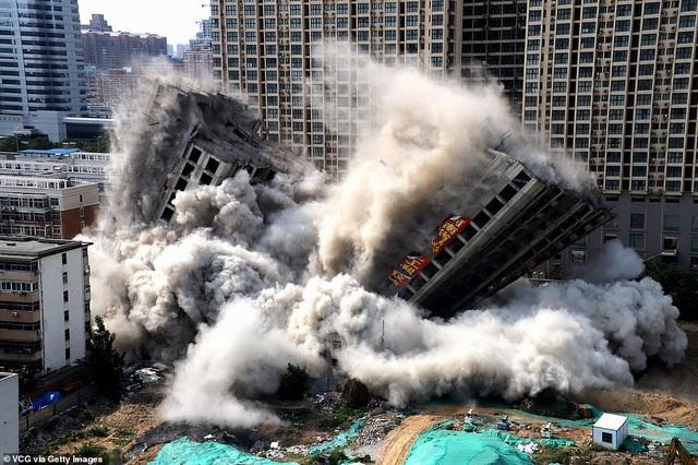 Vi phạm luật xây dựng, tòa nhà 20 tầng ở Trung Quốc bị đánh sập  - 3