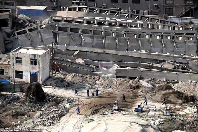 Vi phạm luật xây dựng, tòa nhà 20 tầng ở Trung Quốc bị đánh sập  - 6
