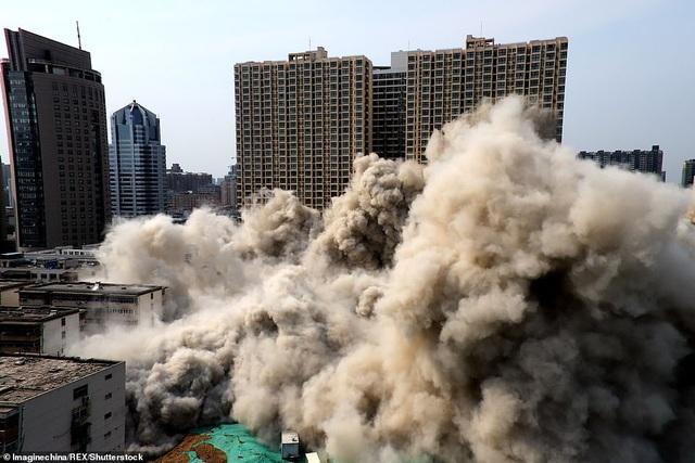 Vi phạm luật xây dựng, tòa nhà 20 tầng ở Trung Quốc bị đánh sập  - 5