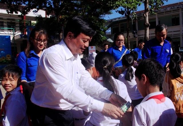 Thanh niên Bình Định góp tiền xây nhà cho hộ nghèo - 3