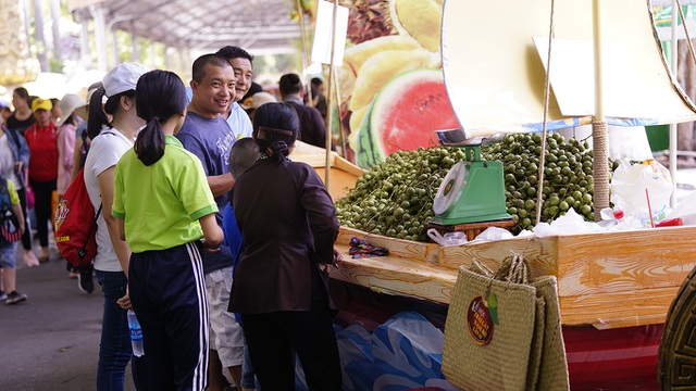 Khuyến khích dùng túi cói thay túi nhựa nhưng bán giá 20.000 đồng/chiếc - 3